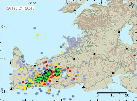 Jarðskjálftavirkni nær frá suð-vestur til norð-austur á Reykjanesskaga. Rauðir punktar sýna nýjustu jarðskjálftana og það er mikið af þeim.