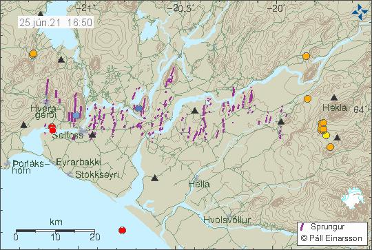 Jarðskjálftavirkni í vestur hluta Heklu sýnir á jarðfræðikorti Veðurstofunnar með appelsínugulum punktum.
