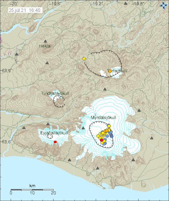 Jarðskjálftavirknin í Kötlu er merkt með rauðum punkti, síðan gulum punktum sem ná frá suður hluta öskju Kötlu og norður með og síðan til austurs innan öskjunnar.