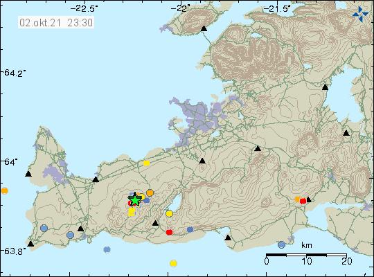 Jarðskjálftahrinan á Reykjanesskaga við Keili er sýnd með nokkrum grænum stjörnum sem raðast upp ofan á hverja aðra.